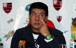 Joel Santana, treinador do Flamengo no Brasileirão de 2007.