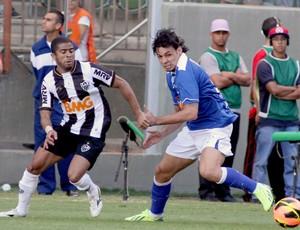 Lance de Atlético-MG x Cruzeiro neste domingo (Foto: Paulo Fonseca / Ag. Estado)