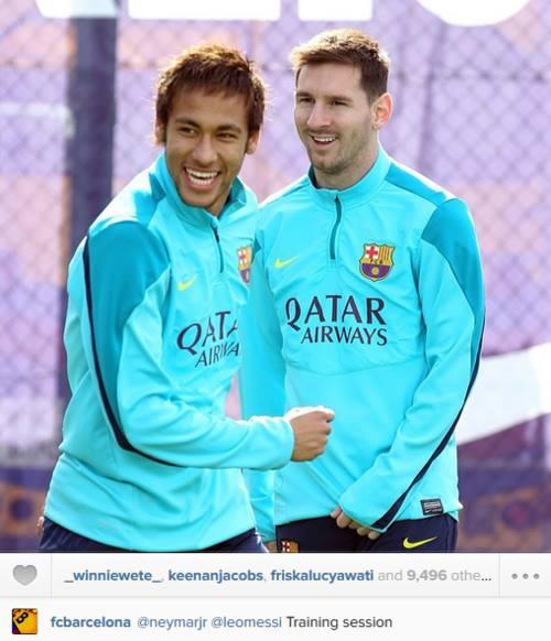 Neymar brinca com Messi durante o treino do Barça desta quarta-feira