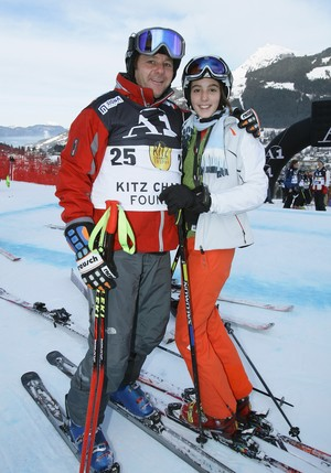 Berger esquia ao lado da filha Sarah, em 2009