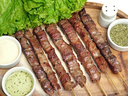espetinho de carne estádios