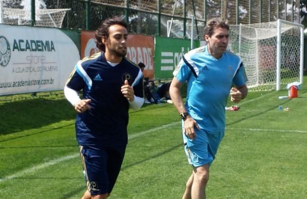 EXCLUSIVO: Valdivia evolui nos treinos e pode jogar primeiro clássico em 2015