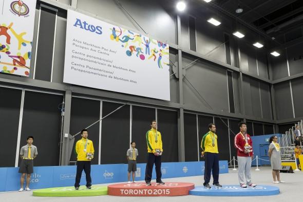 Podio foi todo verde e amarelo com Calderano, Gustavo Tsuboi e Thiago Monteiro (Foto: Reprodução/ITTF)
