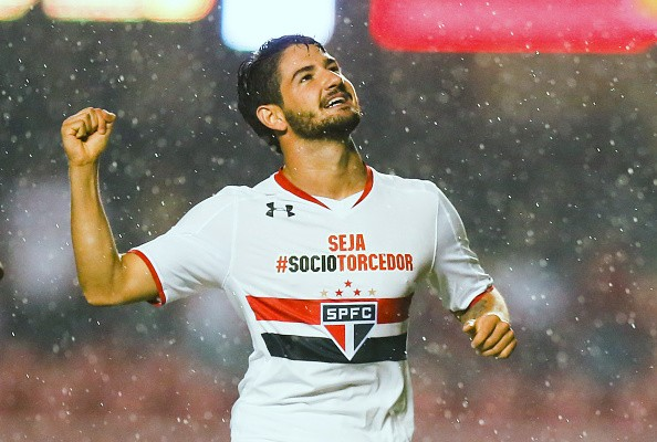 Sozinho, Pato tem mais gols que todos os atacantes do Corinthians no ano