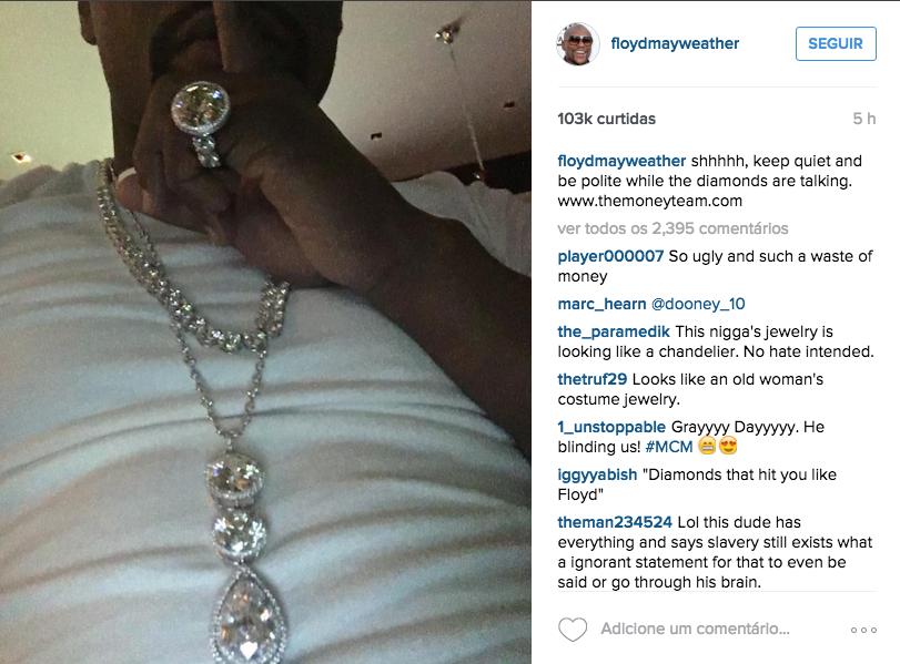 """Mayweather ostenta com joias e pede silêncio para """"ouvir diamantes"""""""