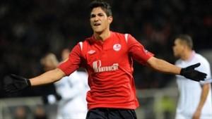Atacante Túlio de Melo já teve passagem pelo Lille-FRA. Foto: Site Oficial da UEFA/ Reprodução.