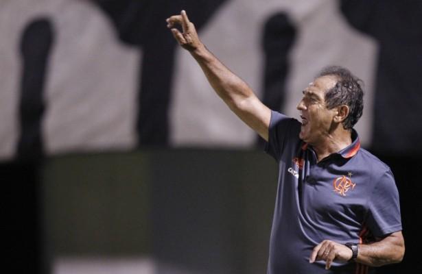 Flamengo derrota o Macaé com gol do contestado Wallace e de Cirino