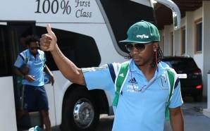 Veja a recepção da torcida na chegada do Palmeiras a…