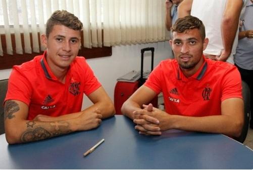 Léo (à direita) renovou com o Fla até 2019 - Foto: Divulgação/<a href='/equipes/flamengo'>Flamengo</a>