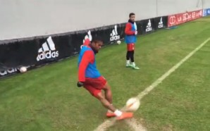 Douglas Costa faz gol olímpico de letra no Bayern de…