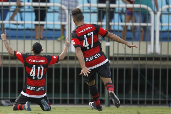 Felipe Vizeu e Thiago Santos - Gilvan de Souza/Flamengo