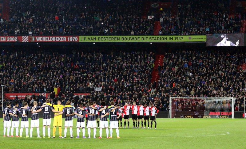 Johan Cruyff foi homenageado no amistoso entre Feyenoord e Sparta Rotterdam