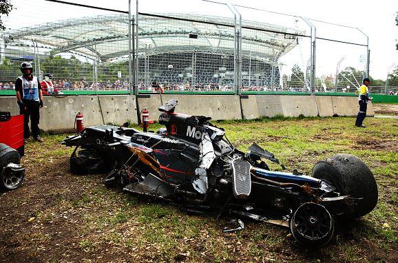 Carro de Alonso após acidente