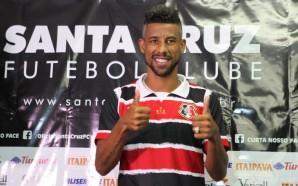 Léo Moura foi para o Santa Cruz no começo deste ano com seus 37 anos, após se tornar ídolo no Flamengo e uma passagem sem muito brilho pelos Estados Unidos - Divulgação