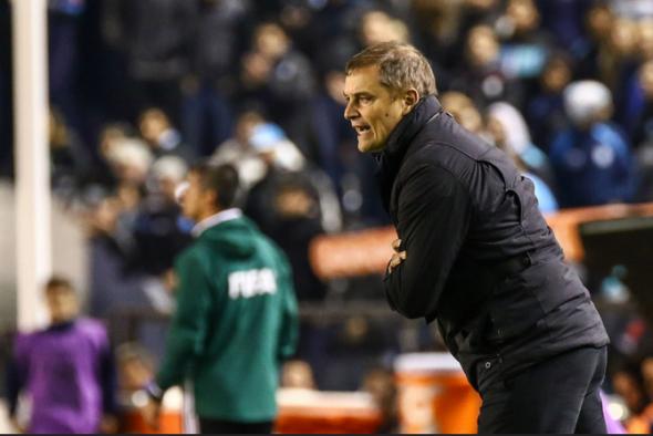 É hora da torcida do Atlético abraçar Aguirre