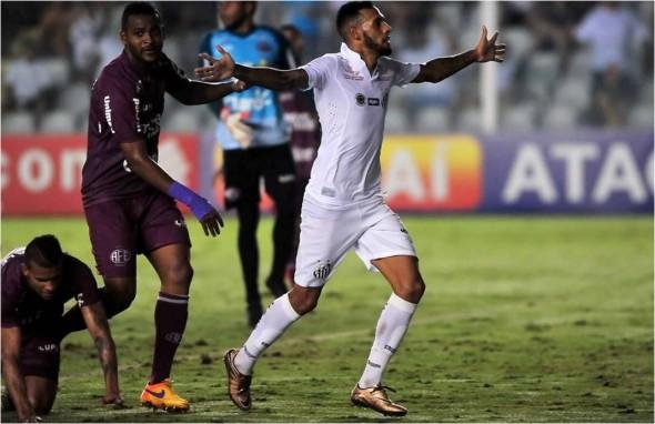 Paulinho veio do Flamengo e não foi bem - Reprodução