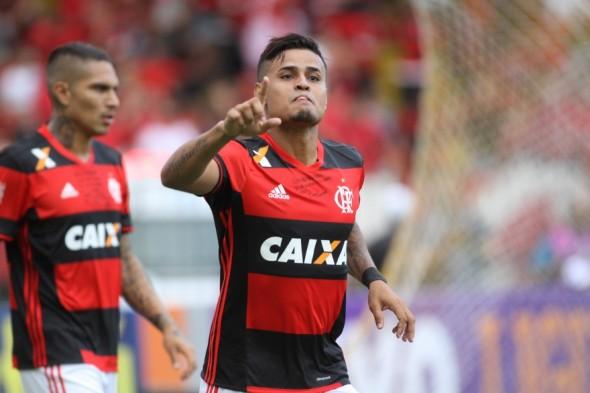 Everton já jogou de lateral esquerdo - Gilvan de Souza/Flamengo