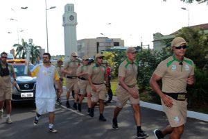 André Farinha carregou a Tocha Olímpica na Avenida Afono Pena, centro de Campo Grande