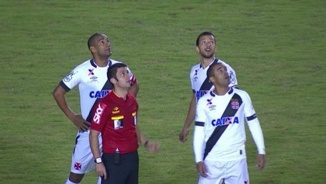 Drone 'invade' Estádio do Café e paralisa jogo do Vasco na Série on