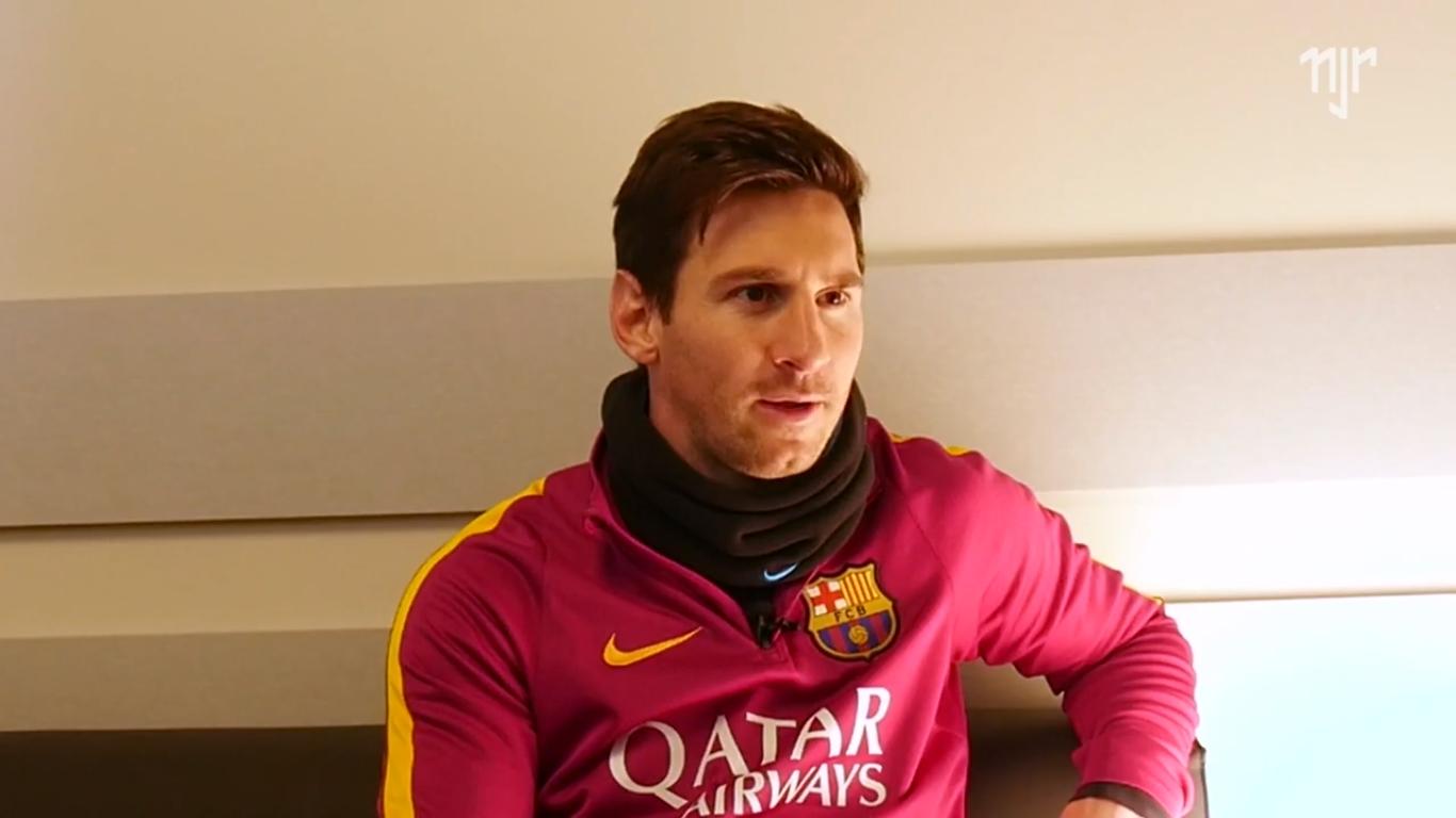 Messi antecipa férias e viaja com Barcelona para pré-temporada