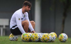 Rafael Longuine, meia do Santos