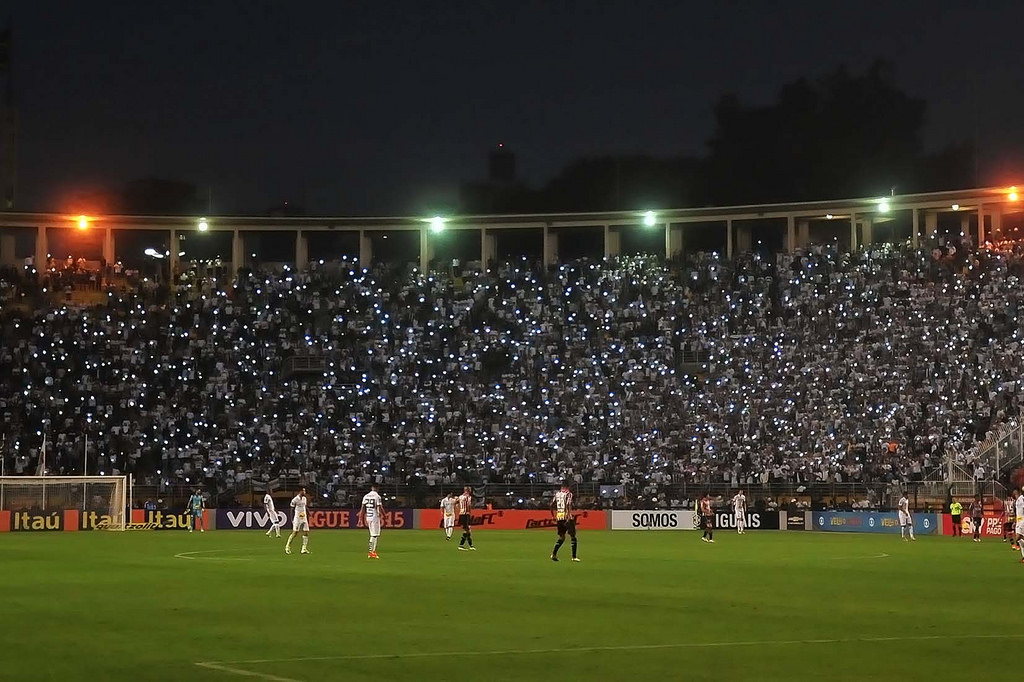 Santos 3 x 0 São Paulo - torcida santista no Pacaembu