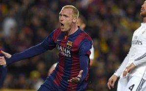 Zagueiro Mathieu explica gesto obsceno em foto após vitória história do Barcelona sobre o PSG