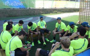 (Foto: David Abramvezt) Delegação reunida na área internacional da Vila