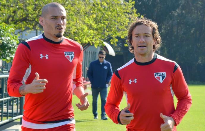 Ricardo Gomes testa variações e coloca Lugano no lugar de Maicon