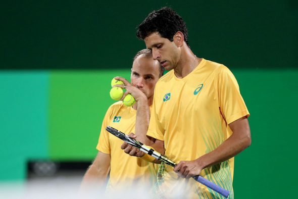 Bruno Soares e Marcelo Melo ficaram a uma vitória da disputa de medalhas no tênis. Foto: Cristiano Andujar / CBT