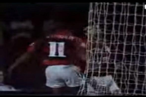 Marcelinho reclamando com Renato atrás do gol - vídeo abaixo