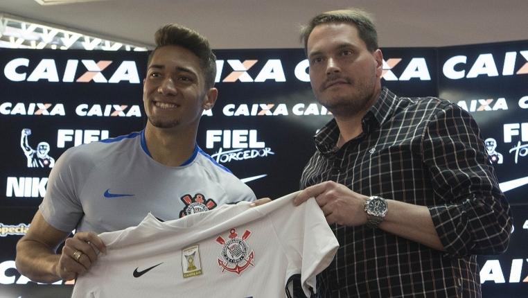 Quase certo com o Atlético, volante pode parar no Vasco da Gama