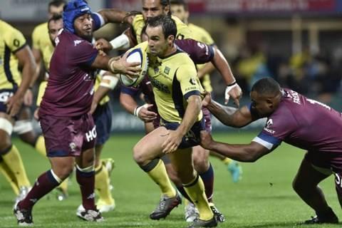 O Clermont (de uniforme amarelo) terá que enfrentar o Toulon para se manter na liderança. (Foto: Divulgação/Facebook Oficial do Top 14)