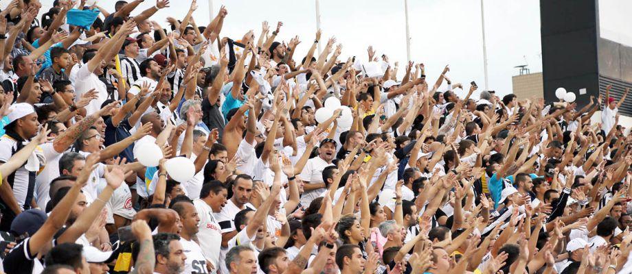 Resultado de imagem para Santos x Grêmio torcida