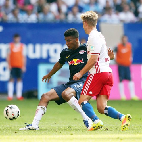 HAMBURG,GERMANY,17.SEP.16 - SOCCER - 1. DFL, 1. Deutsche Bundesliga, Hamburger SV vs RasenBallsport Leipzig. Image shows Bernardo (RB Leipzig) and Lewis Holtby (Hamburg). Photo: GEPA pictures/ Roger Petzsche - For editorial use only. Image is free of charge.