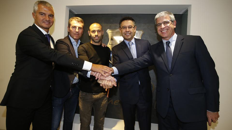 Mascherano prolonga vínculo com o Barcelona até 2019