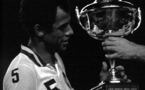 Cosmos homenageia Carlos Alberto Torres