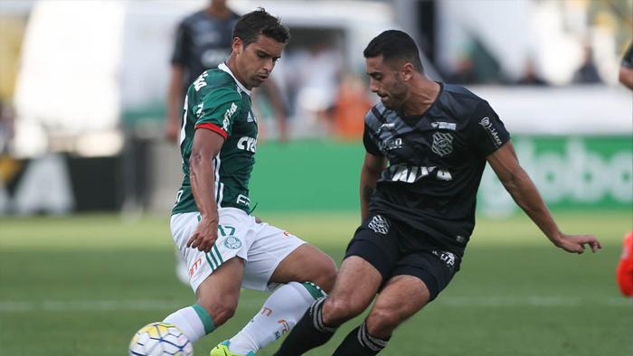 Palmeiras afunda o Figueirense e se isola na liderança