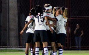 Jogadoras do Corinthians/Audax comemoram um gol. Fonte: site oficial do Corinthians/ Foto: Gabriela Montesano