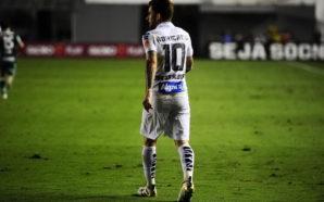 Após vitória do Santos, Lucas Lima cutuca Palmeiras em rede social