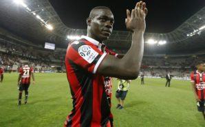 Balotelli aplaude mais uma boa atuação do Nice - Foto: Getty Images