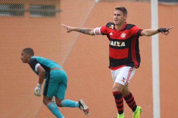 Matheus Sávio em ação pelo Flamengo (Foto: Divulgação/Flamengo)