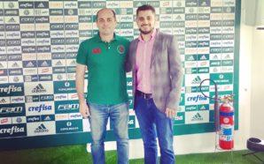 Paulo de Carvalho em visita à Academia de Futebol. Crédito da foto: divulgação.