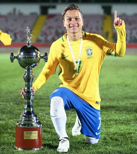 Recentemente campeão sub-20, Artur também foi titular (Foto: Reprodução/Instagram)