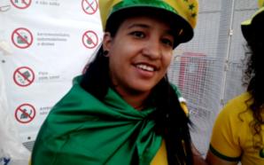 Torcedora brasileira torce o pé em treino da Seleção, mas comparece ao clássico