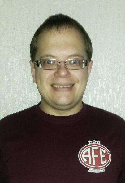 O letônio Dmitry mostra com muito orgulho a camisa feita por ele para torcer pela Locomotiva na fase final da Copa Paulista de Futebol - Foto: Arquivo Pessoal