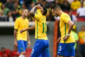 Neymar e Renato Augusto em foco, lamentando o empate sem gols Foto: Marcelo Camargo/ Agência Brasil