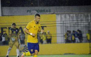 Vinícius Paulista atuou no futebol gaúcho com a camisa do Pelotas.. Crédito da foto: Luiz Gustavo Amaral