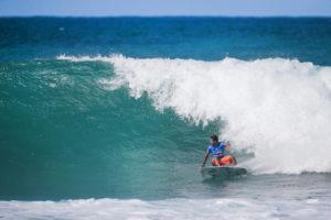As ondas de Backdoor ajudaram Italo a construir seu score. Crédito da foto: WSL / Tony Heff,