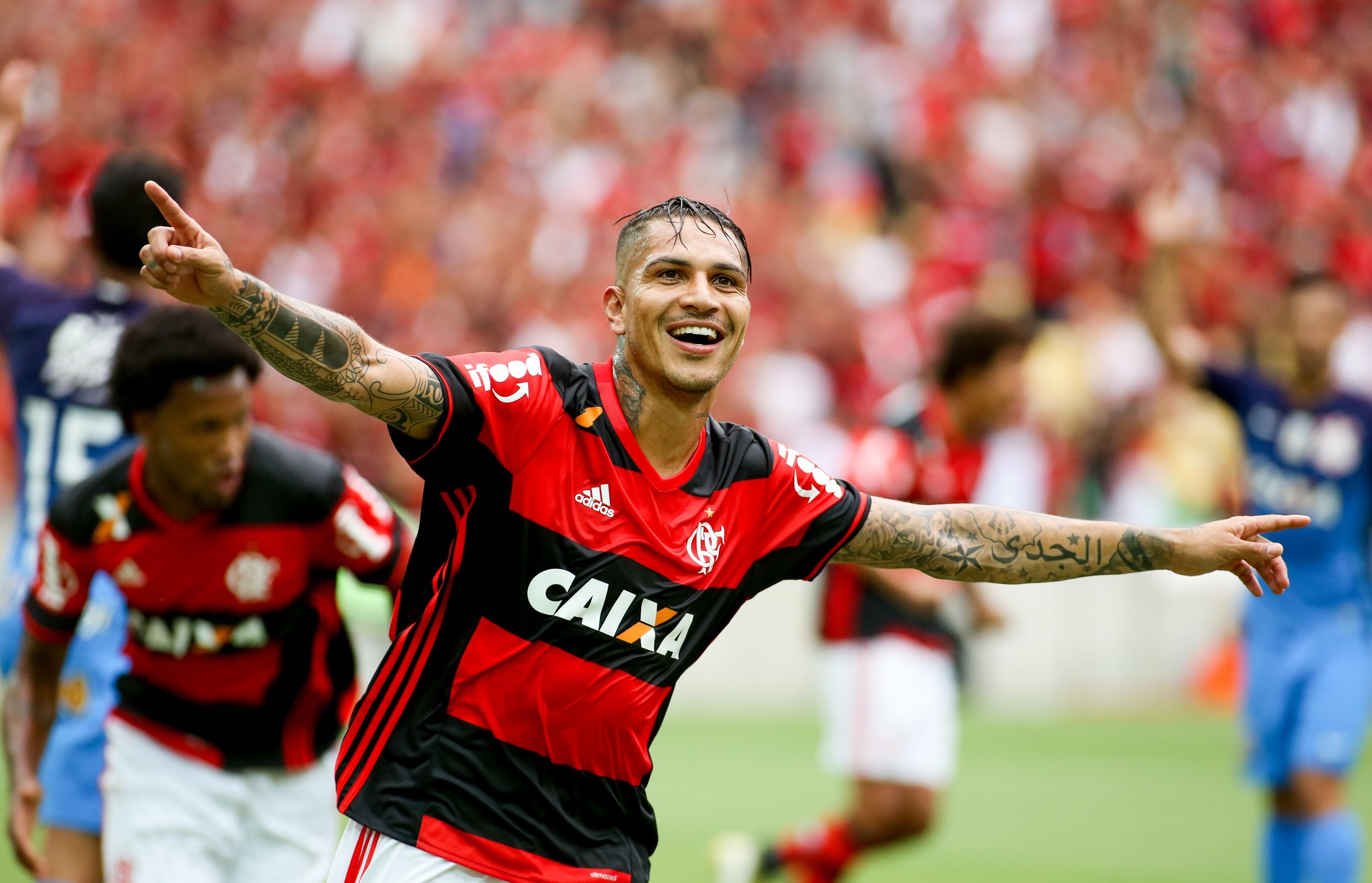 Trauco exalta entrosamento com Guerrero em sua estreia pelo Fla